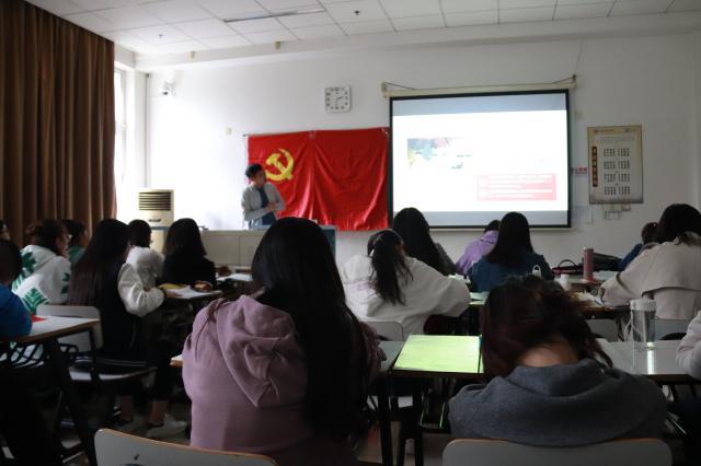 马克思主义学院研究生党支部举行